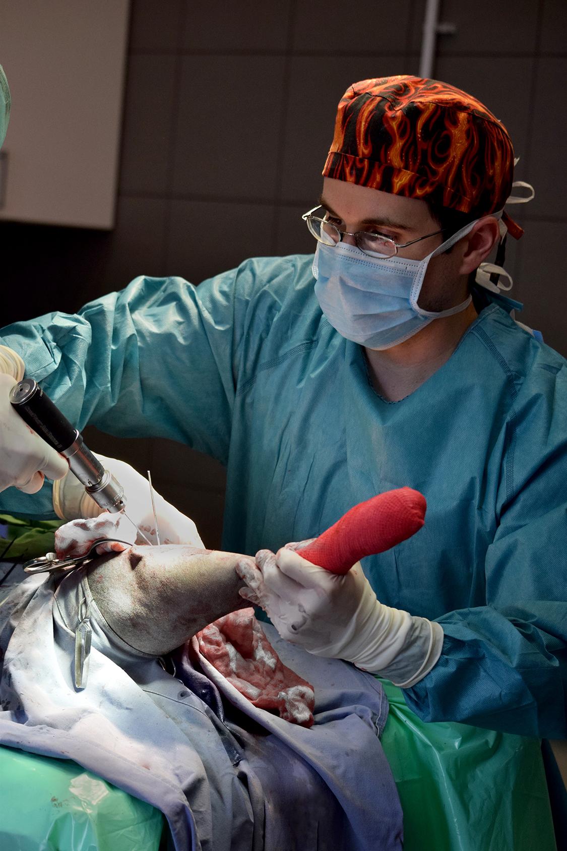 Dr. Kizman András - sebészeti beavatkozás közben